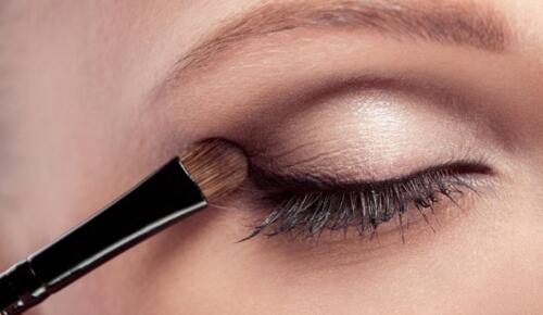 Buğulu Göz Makyajı Bakın Nasıl Uygulanır?